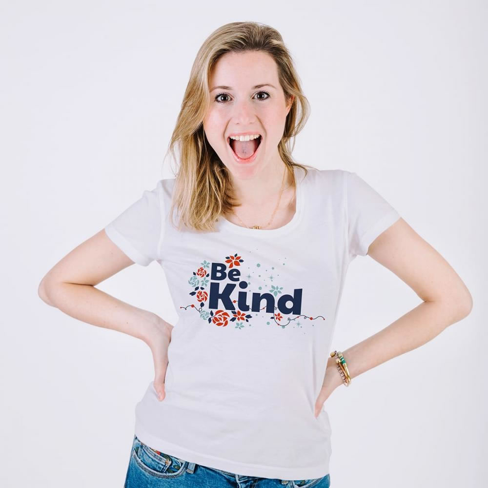 Be Kind Vector Graphic T-shirt